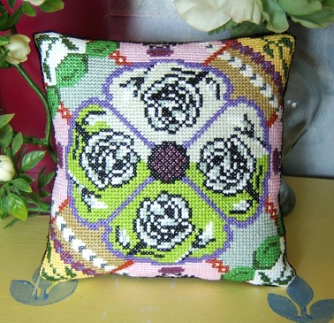Retro Roses Mini Cushion Kit