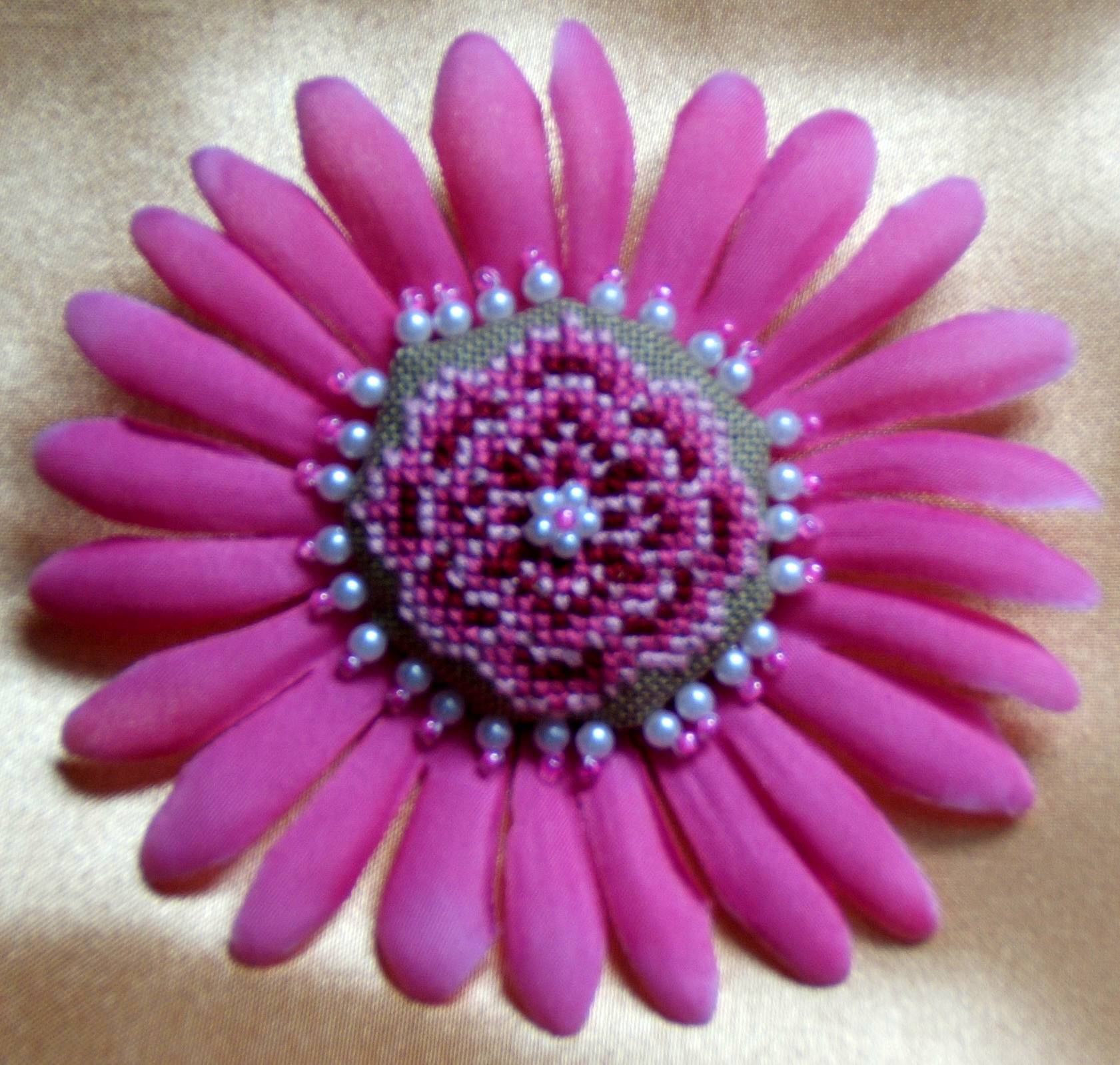 GS014_Pink_Brooch_2.JPG