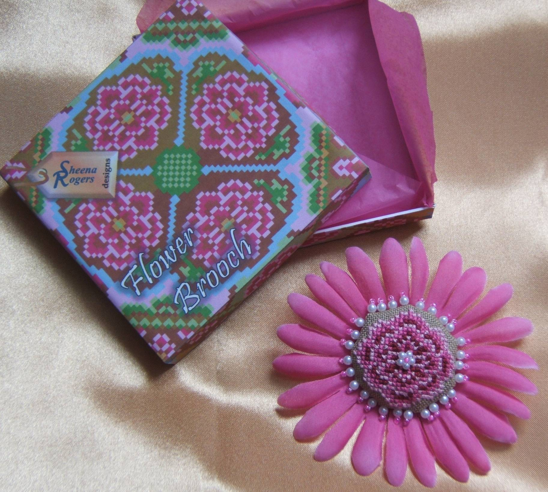 GS014_Pink_Brooch_3.JPG